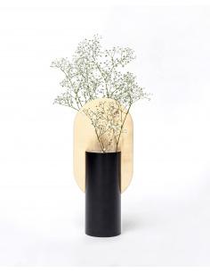 Vase Genke CS1 en laiton et acier peint au design contemporain par Kateryna Sokolova x Noom