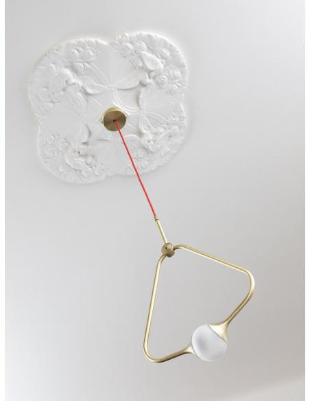 Suspension Medal en laiton au design chic et élégant