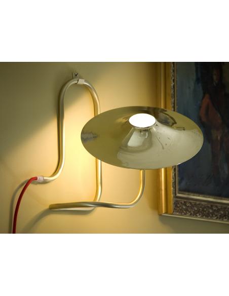 Lampe à poser / Applique Turbaya en laiton en forme de gramophone au design chic et élégant