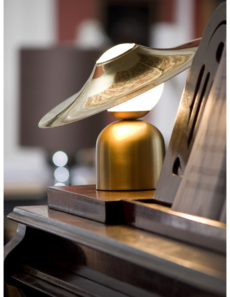 Lampe à poser design Bonbon avec disque en laiton au design chic et élégant