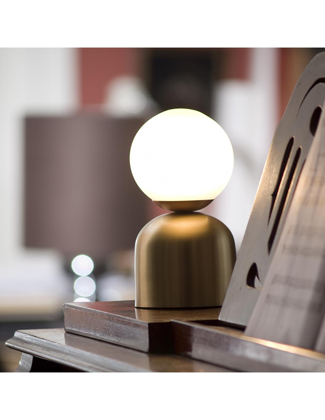 Lampe Poser Design Bonbon En Laiton Et Fil Rouge Au Design Chic Et L Gant Otoko