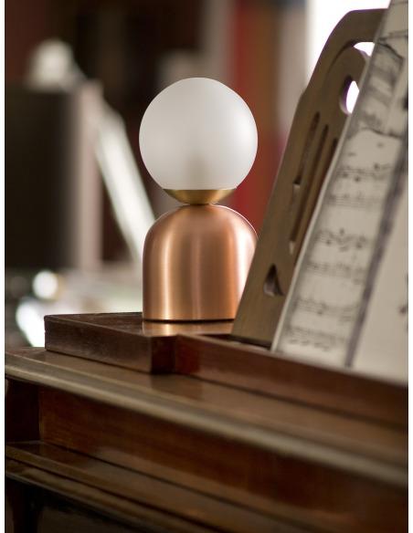 Lampe à poser design Bonbon en cuivre au design chic et élégant