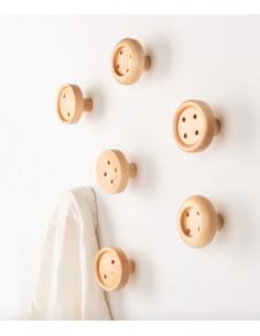 Patère murale Button 2 en forme de bouton de chemise au design naturel