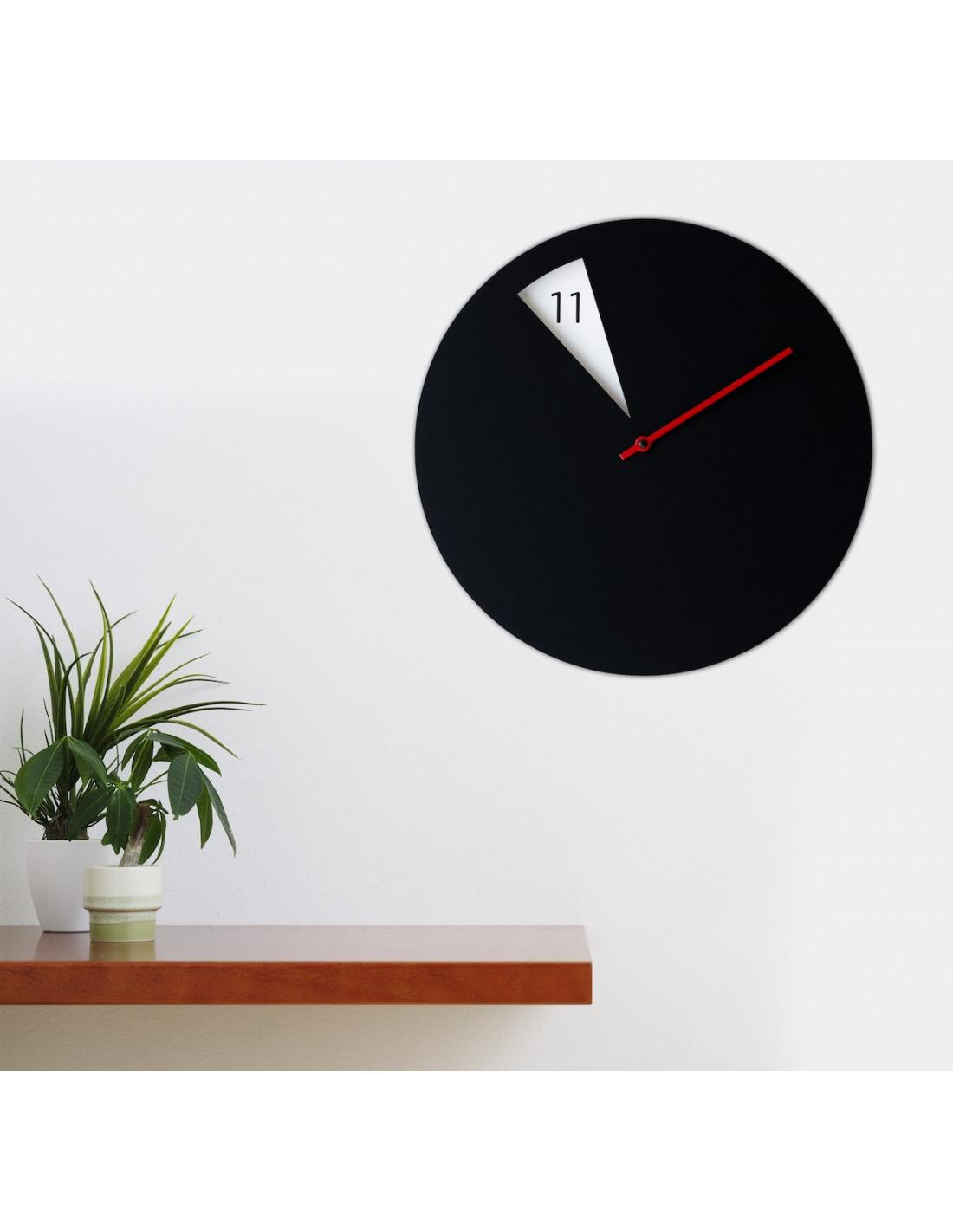 Horloge murale design freakishclock noir et rouge en for Horloge murale design rouge