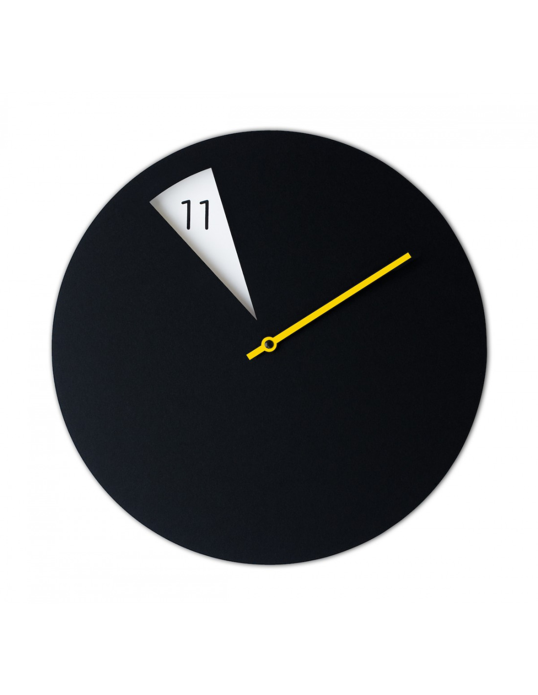 horloge murale design freakishclock noir et jaune en aluminium otoko. Black Bedroom Furniture Sets. Home Design Ideas