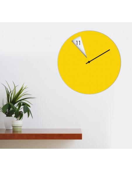 Horloge murale design FreakishClock Jaune en aluminium
