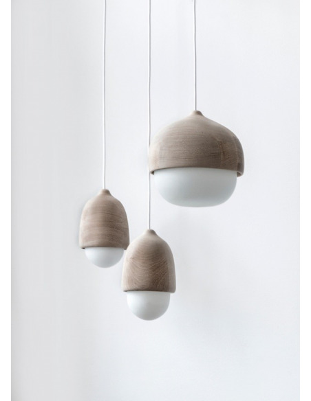 Suspension en bois et verre soufflé Terho Lamp au design scandinave