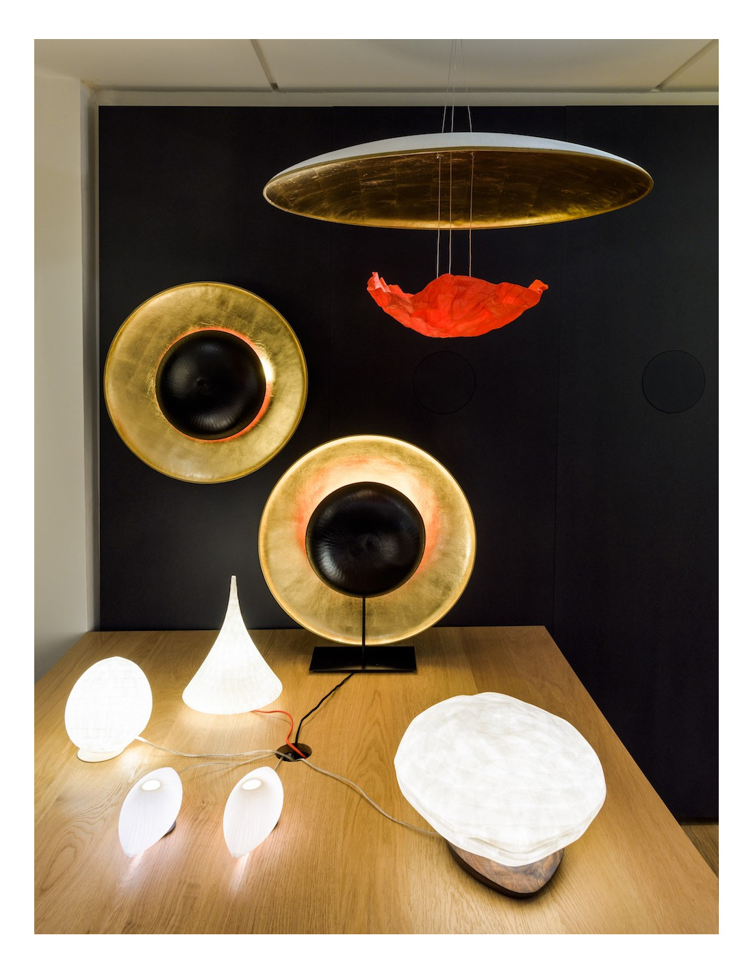 lampe poser co design eclipse en papier japonais par c line wright otoko. Black Bedroom Furniture Sets. Home Design Ideas
