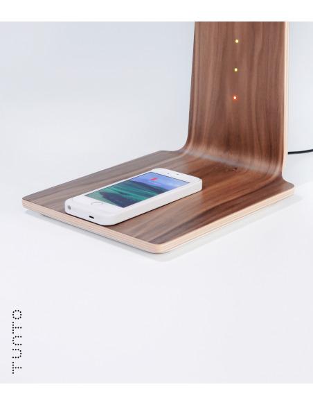 Lampe à poser tactile et station de charge pour smartphone en bois Led 8 au design scandinave et minimaliste