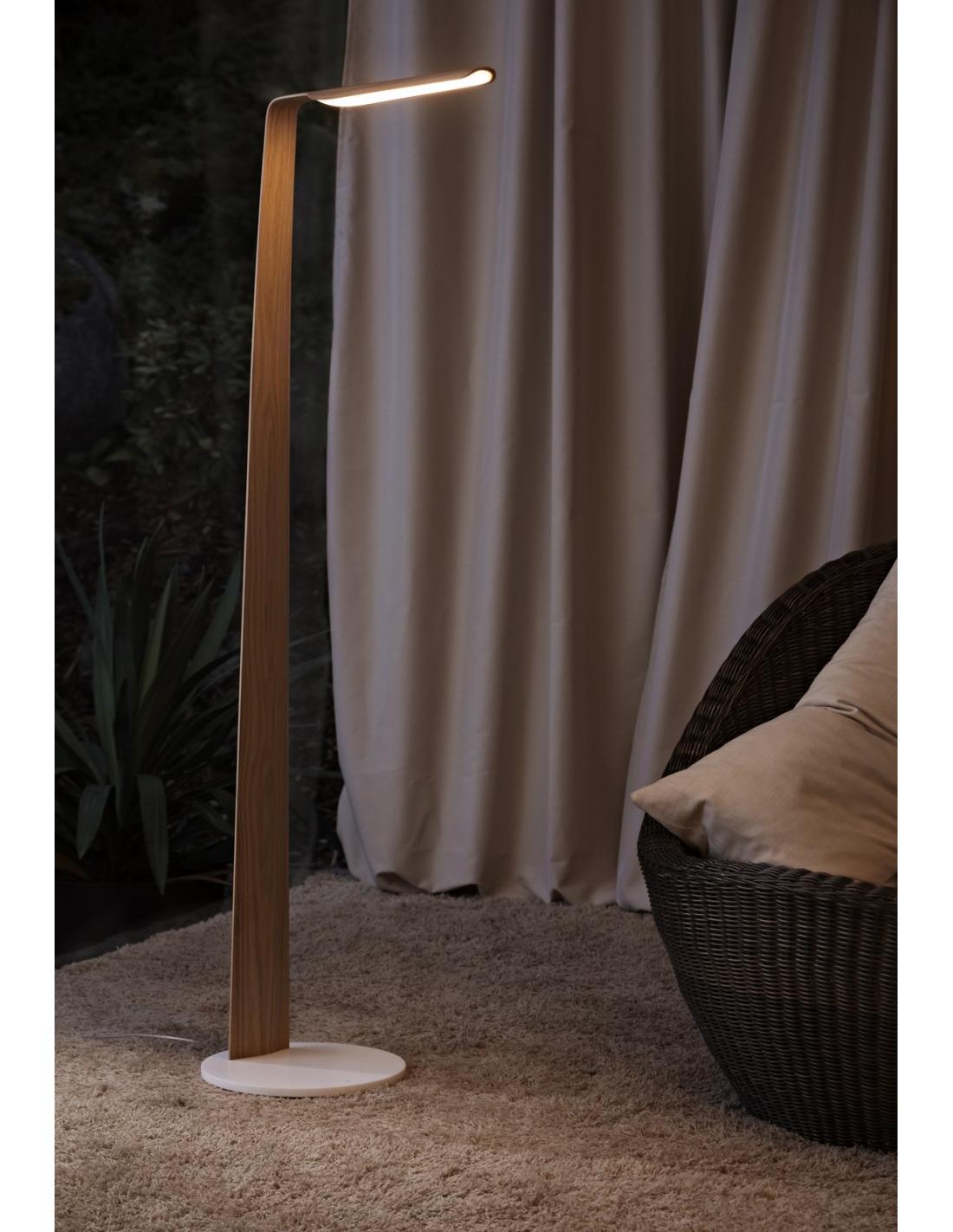lampadaire tactile en bois led swan au design scandinave. Black Bedroom Furniture Sets. Home Design Ideas