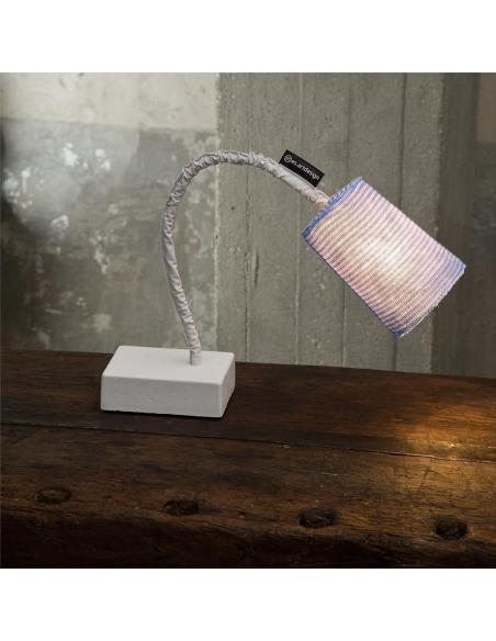 Lampe à poser contemporaine Paint T stripe en laine au design moderne et original