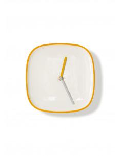 Horloge murale design et intemporelle Plate jaune en ceramique par Lena Billmeier & David Baur