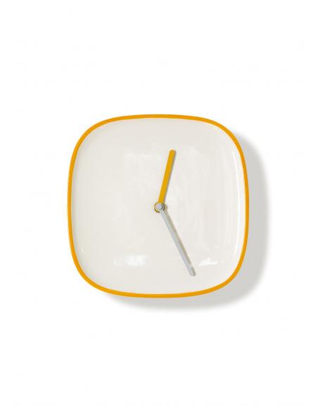 Horloge murale design et intemporelle Plate orange en ceramique par Lena Billmeier & David Baur