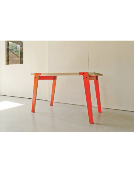 Table Switch petite en bois au design contemporain