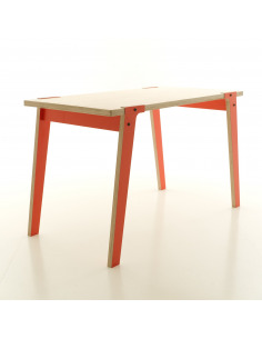Table Switch petite en bois au design contemporain