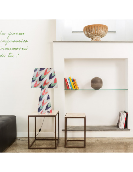 Lampe à poser La retro en PVC au design contemporain