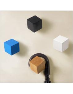 Porte-Manteau crochet CUBE en bois au design graphique