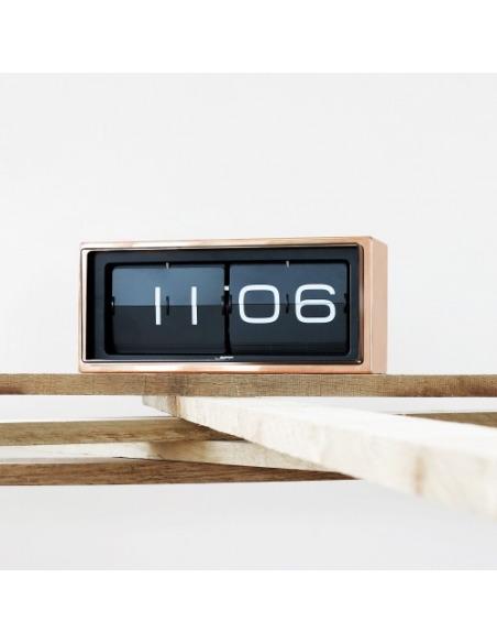 Horloge Flip design Brick en cuivre par Erwin Termaat au style vintage