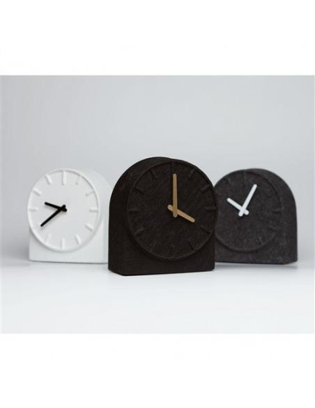 Horloge de table design Felt two noir par Sebastian Herkner