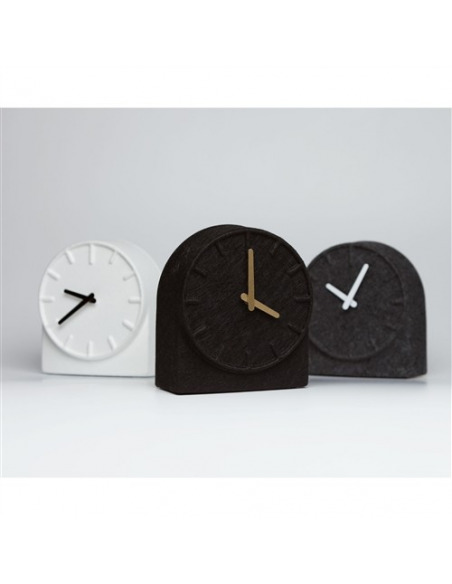 Horloge de table design Felt two en feutre par Sebastian Herkner