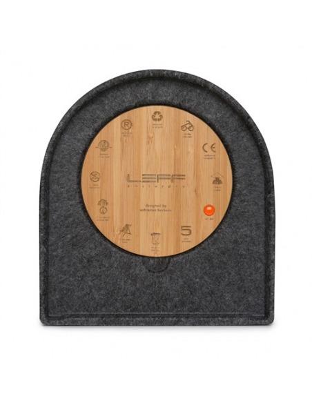 Horloge de table design Felt two en feutre par Sebastian Herkner