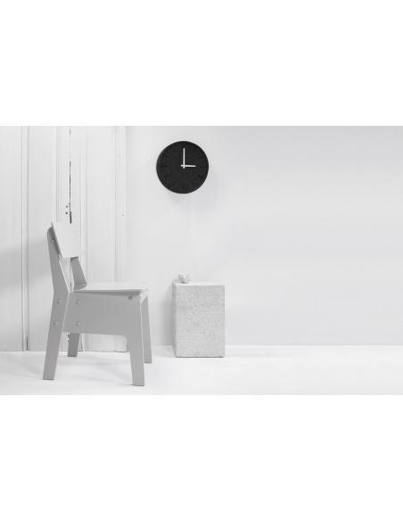 Horloge murale design Felt 35 gris en feutre par Sebastian Herkner