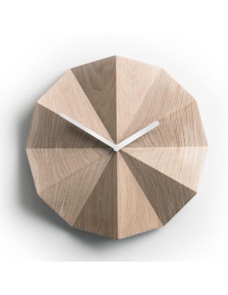Horloge murale minimaliste Delta Clock en chêne naturel par lawa design