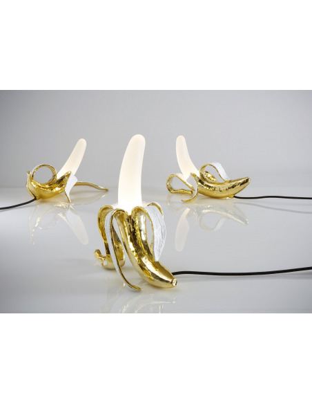 Lampe à poser Banana Lamp Dewey dimmable en forme de banane pelée par Studio Job X Seletti