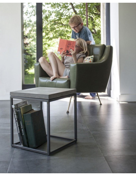 Table basse Perspective S en métal et plateau en béton au style industriel par Lyon Beton