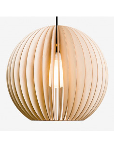Suspension AION XL Ø48,5cm en bouleau naturel découpée au laser au design scandinave par IUMI Design