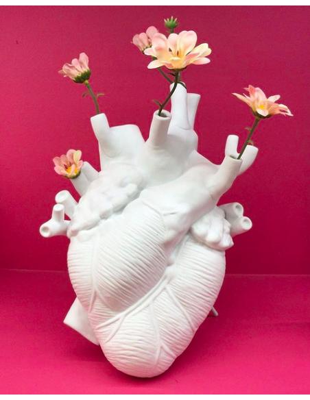 Vase design Love in Bloom en porcelaine en forme de coeur par Marcantonio X Seletti