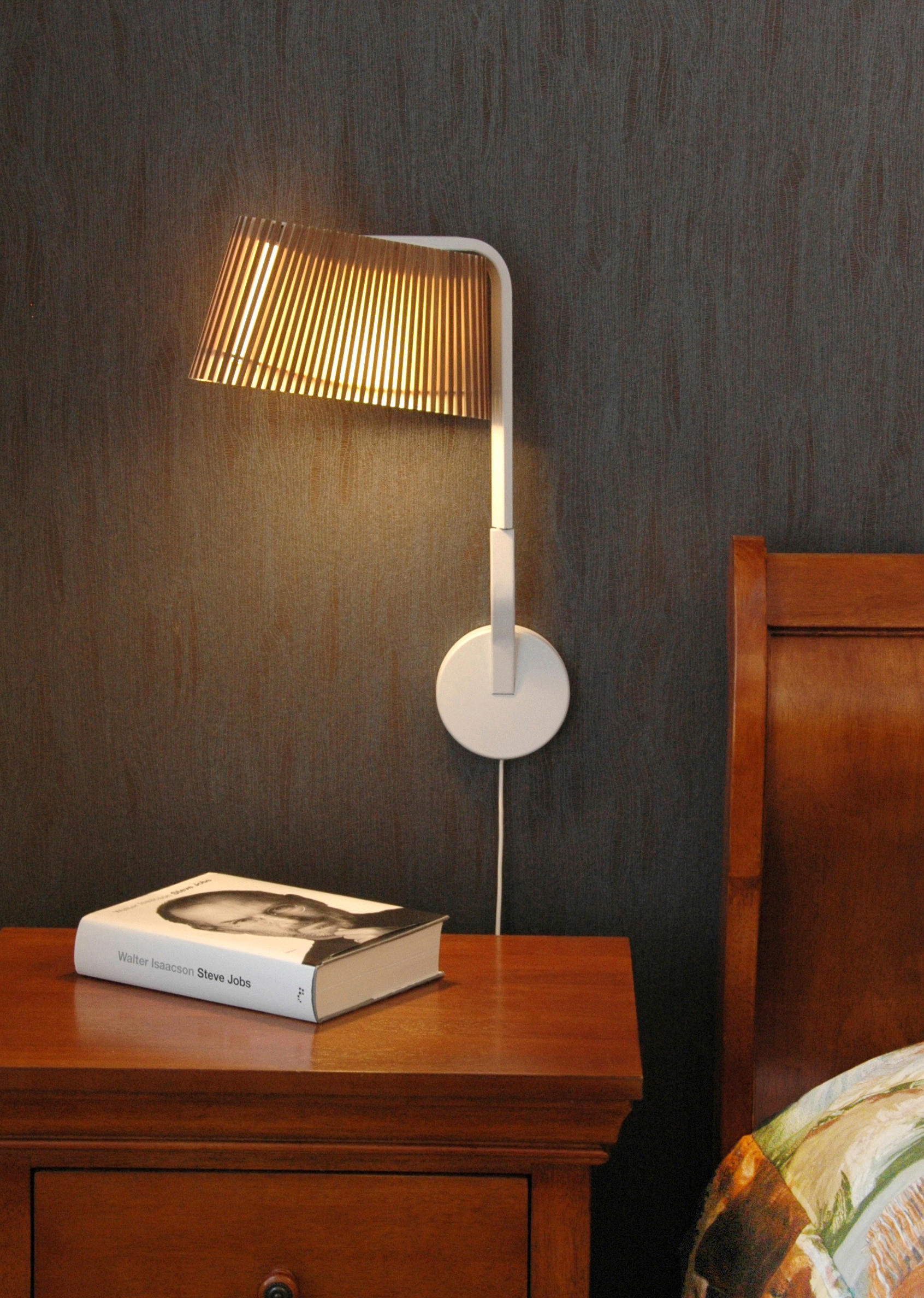 Applique murale Liseuse Led au design scandinave Owalo 7030 en bois naturel par Secto Design