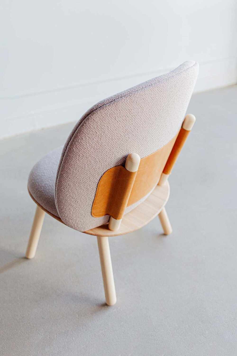 Fauteuil Naïve Low Chair en camira au design scandinave par etc.etc. x Emko