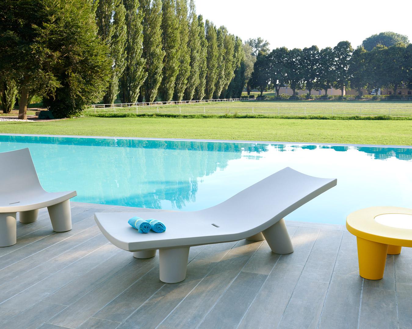 Chaise longue Low Lita en polyéthylène par Paola Navone x SLIDE Studio